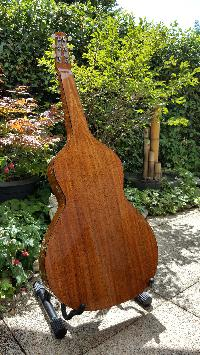 Je ne recommanderais pas.....ce luthier, la capitale de son pays est la plus éloignée de ma résidence d'été , 19186 km! - Page 5 Mini_170828111615964592