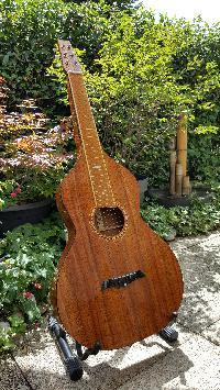 Je ne recommanderais pas.....ce luthier, la capitale de son pays est la plus éloignée de ma résidence d'été , 19186 km! - Page 5 Mini_17082811161763628