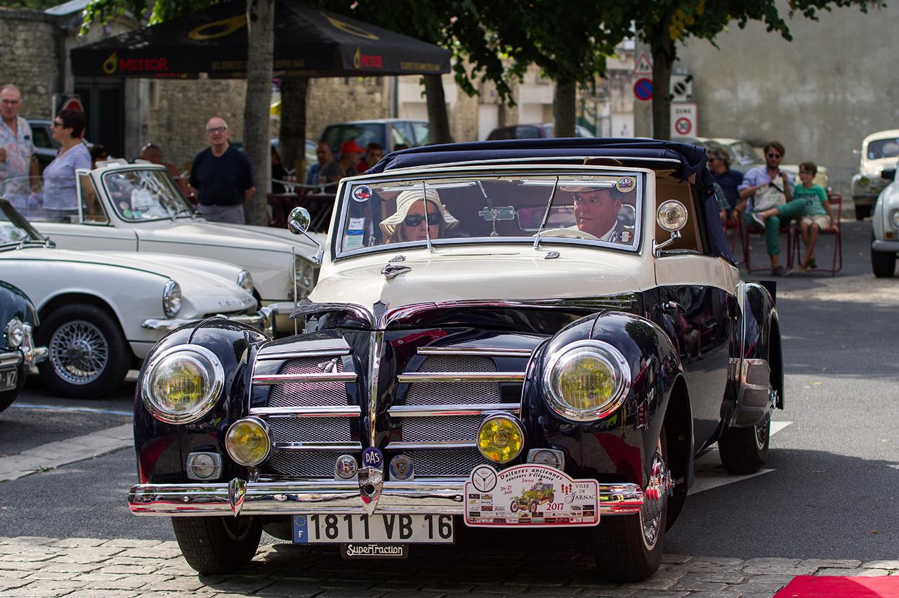 Concours d'élégance de voitures anciennes. 170904024840132857