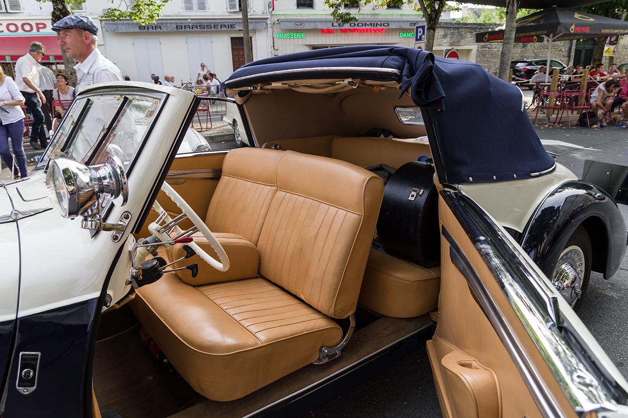 Concours d'élégance de voitures anciennes. 170904024849322490