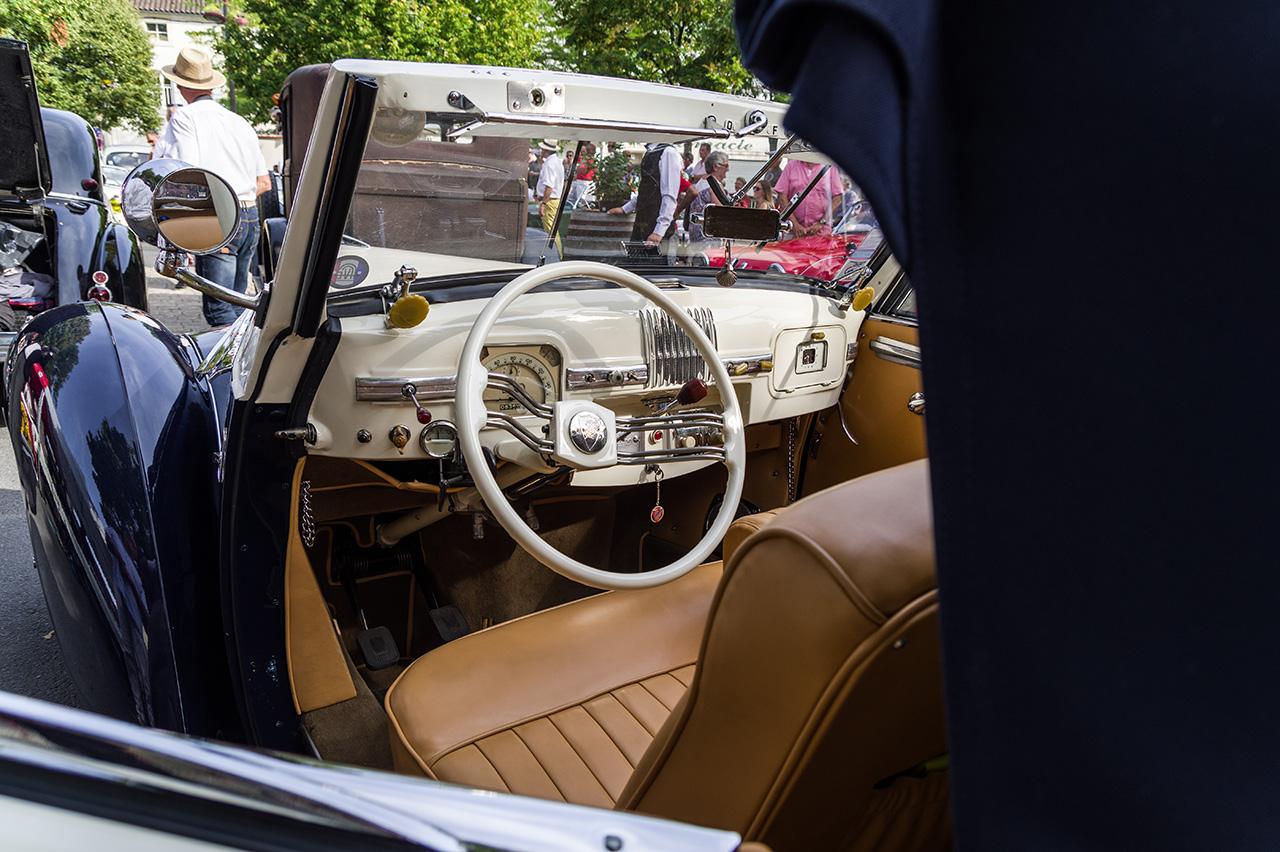 Concours d'élégance de voitures anciennes. 170904024920539724