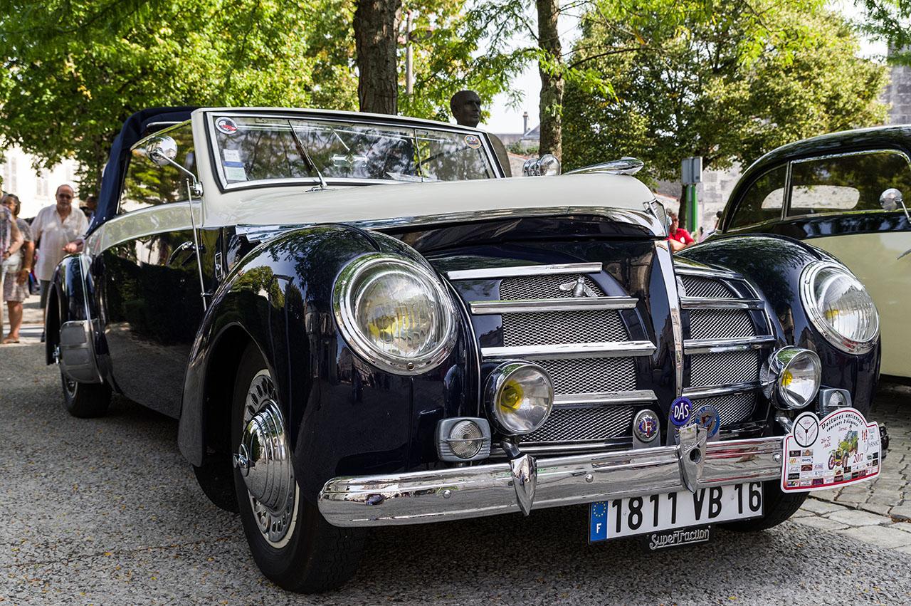 Concours d'élégance de voitures anciennes. 17090402492175640