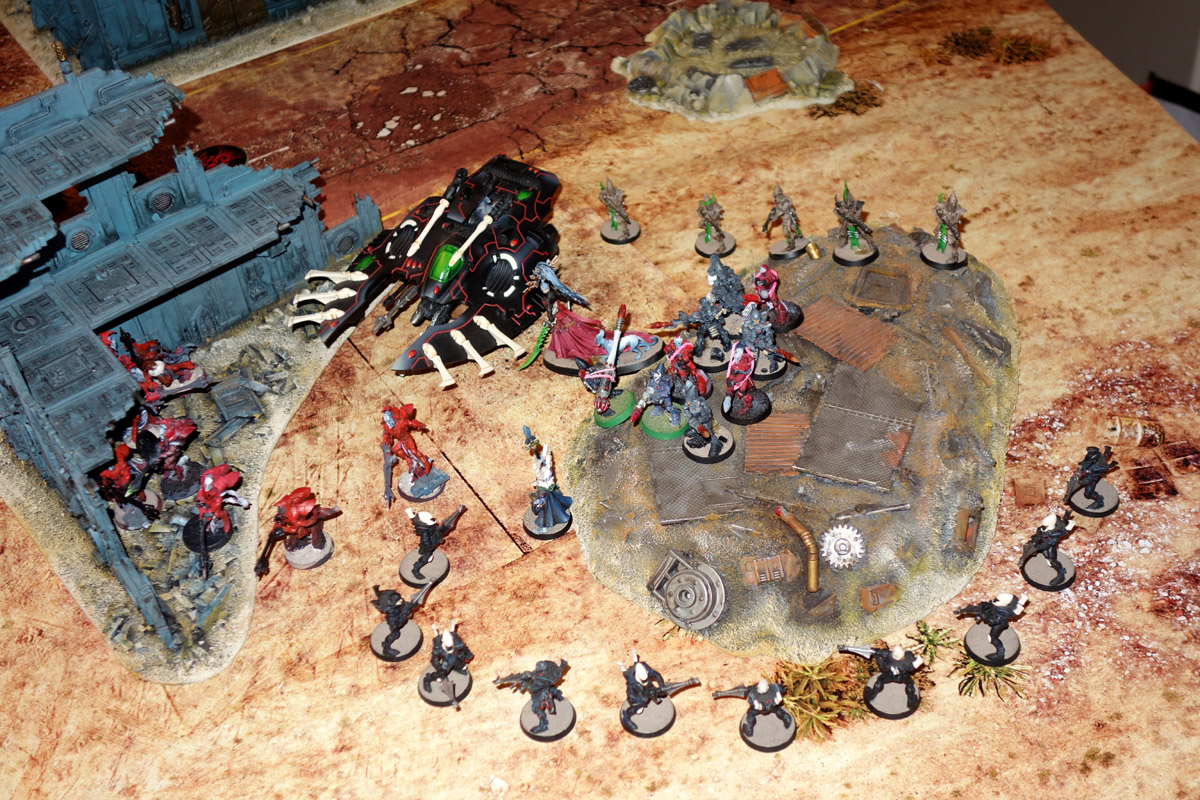 [40K] Daemons + Ynnari Vs. Ultramarines + SMC 170910012538780461