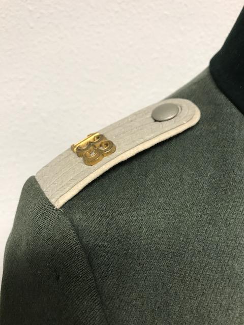 Authentification de deux vestes d'officiers de la Heer 170912074841434997