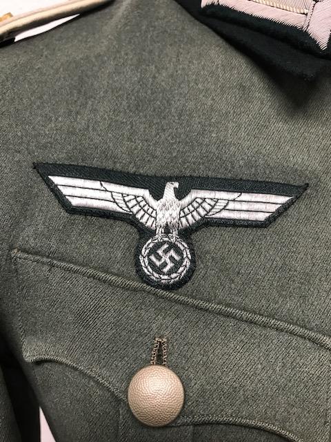 Authentification de deux vestes d'officiers de la Heer 1709120748435452