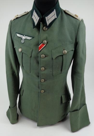 Authentification de deux vestes d'officiers de la Heer 170912082030989894