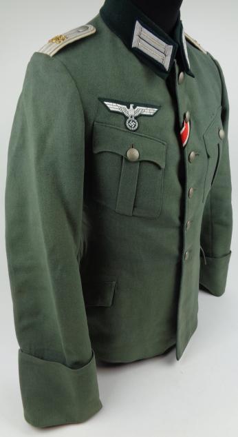 Authentification de deux vestes d'officiers de la Heer 170912082031518397