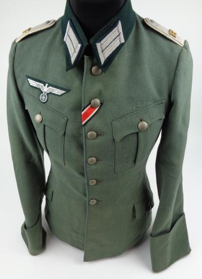 Authentification de deux vestes d'officiers de la Heer 170912082031954197