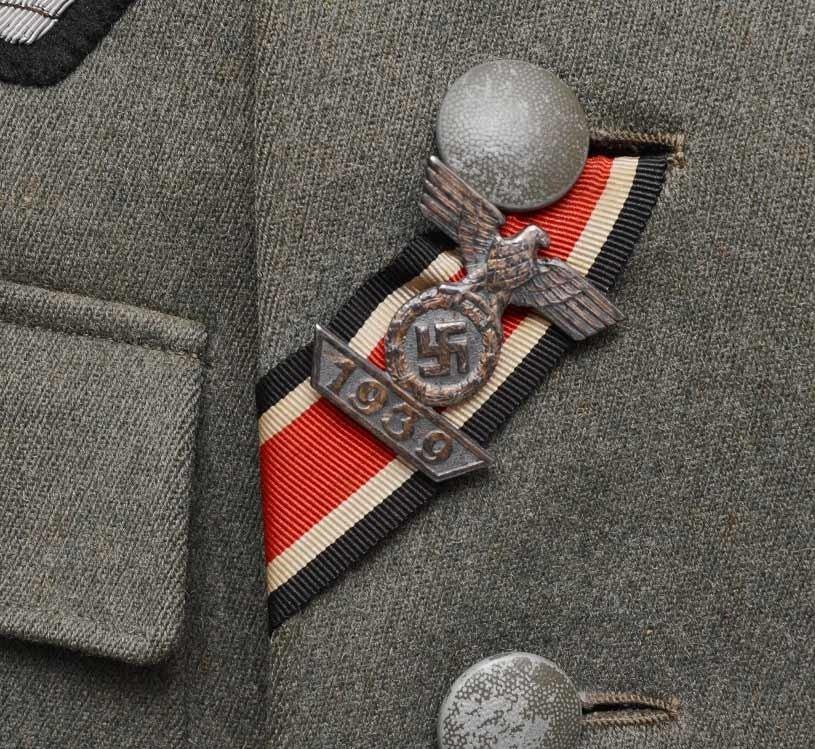 Authentification de deux vestes d'officiers de la Heer 170912082533372742