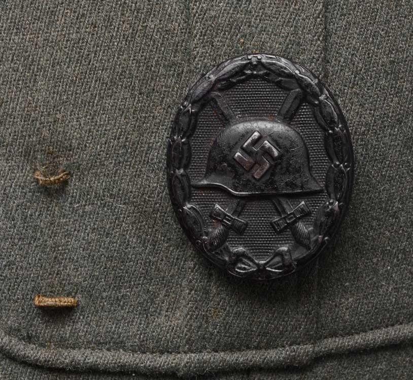 Authentification de deux vestes d'officiers de la Heer 170912082656708878