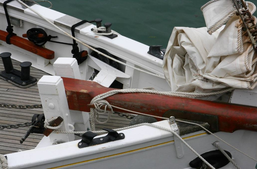 recherche des plans d'un modèle de yacht classique télécommandable inachevé 171008035043145345