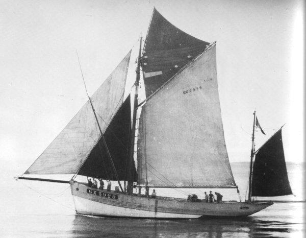 recherche des plans d'un modèle de yacht classique télécommandable inachevé 171012011319245542