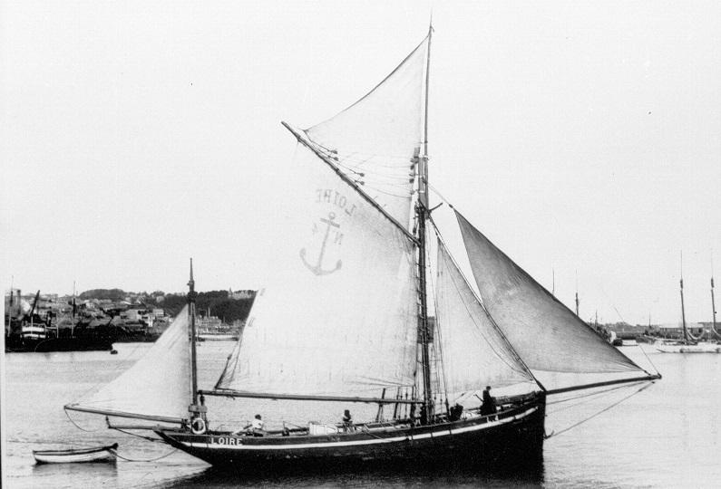 recherche des plans d'un modèle de yacht classique télécommandable inachevé 171012123749112780
