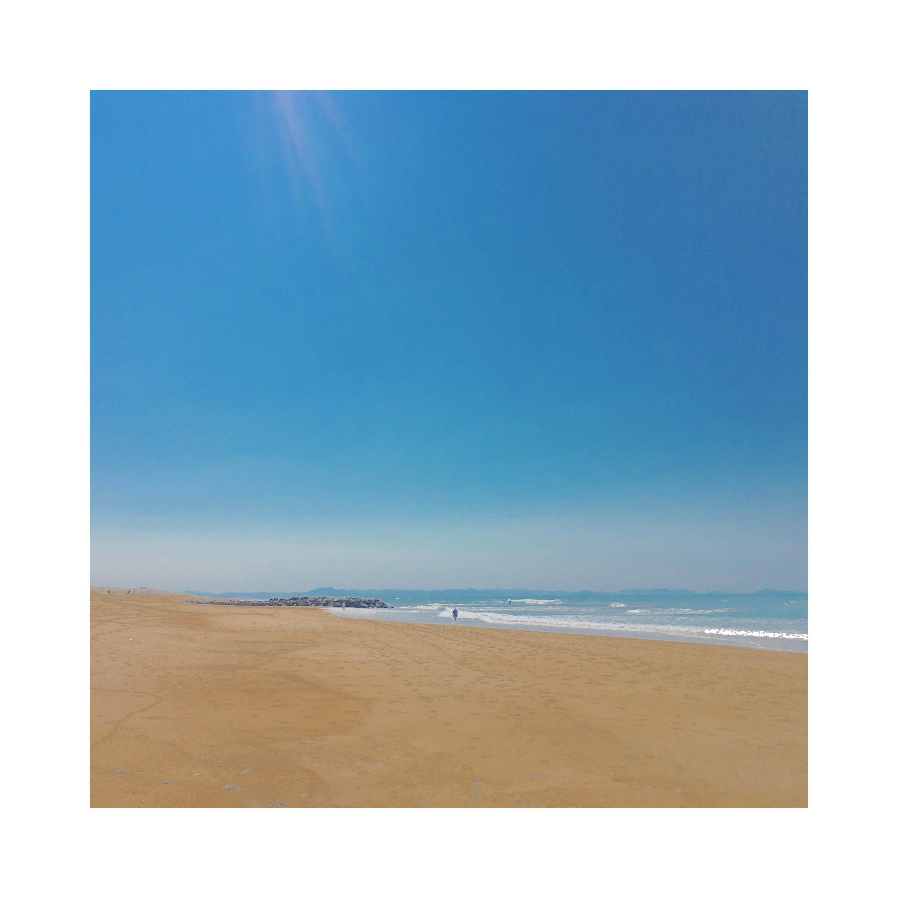 Seul sur la plage 171013015131405825