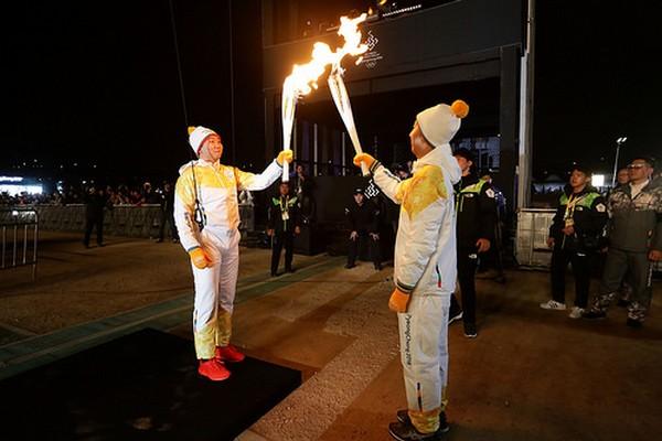 01 NOVEMBRE 2017 ARRIVEE DE LA FLAMME OLYMPIQUE EN COREE 171103022015522334