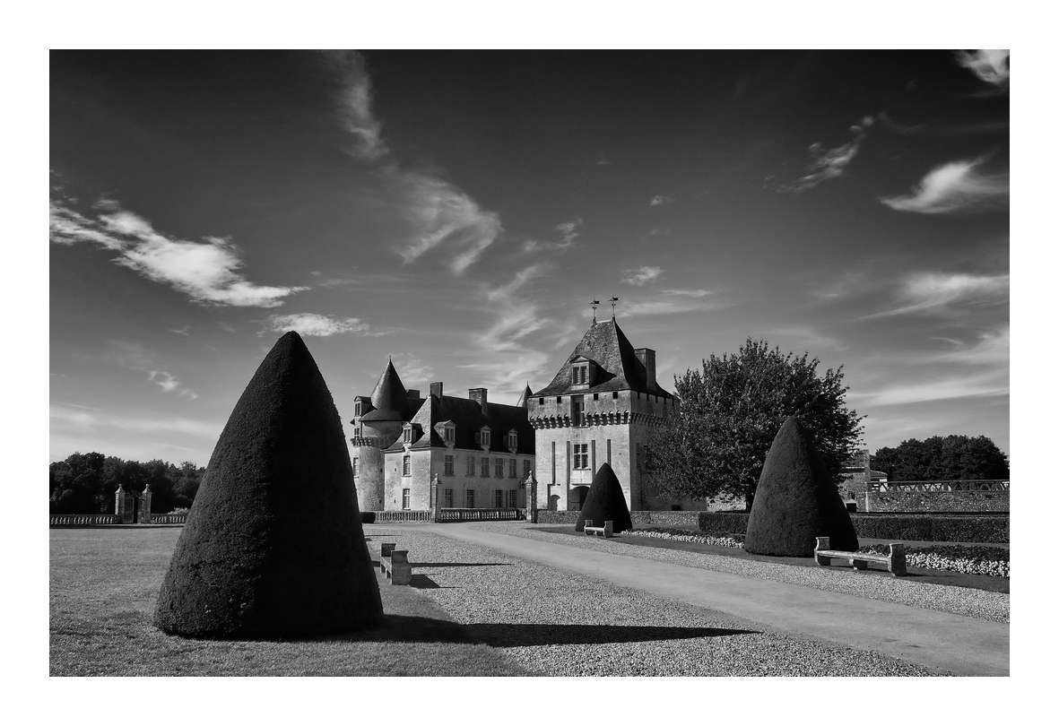 Chateau,...( attention, gros cadre blanc,..) 171119071642719993