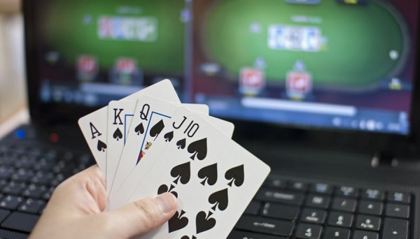 online-poker-1024x576-886x506