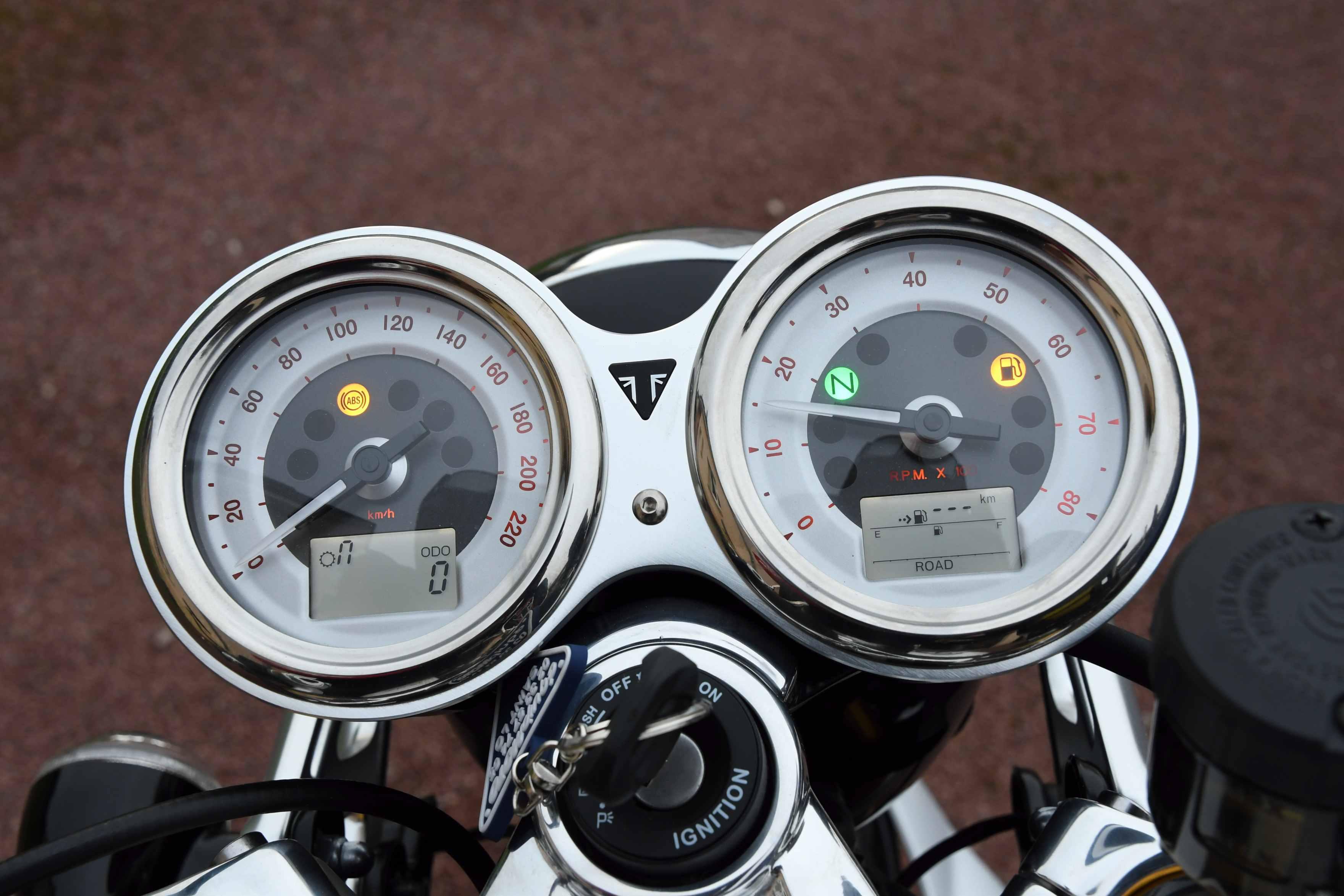 Triumph Thruxton et ThruxtonR  - Page 2 1801141233214647