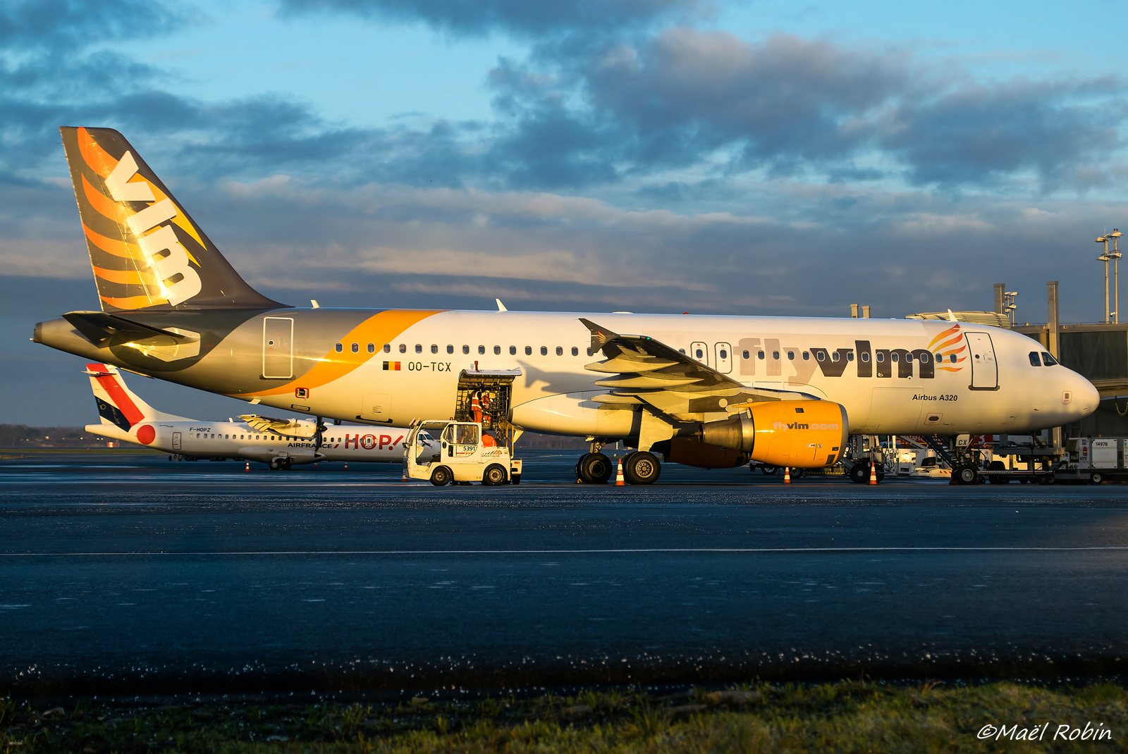 [10/02/2018] A320 OO-TCX VLM Airlines  180214085649464577