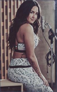 Demi Lovato Mini_1803051208562812