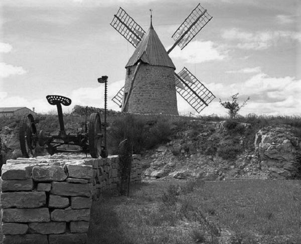 moulin a vent de st pierre de la fage N2147