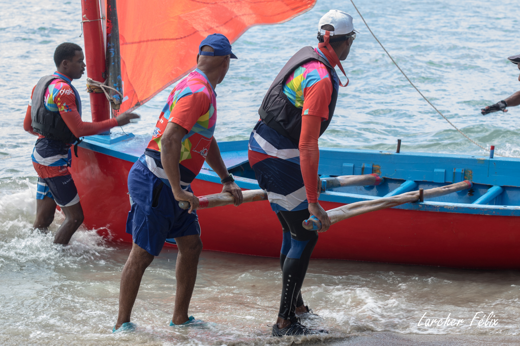 Rencontre à la Martinique : course de Yoles 180330064314658513
