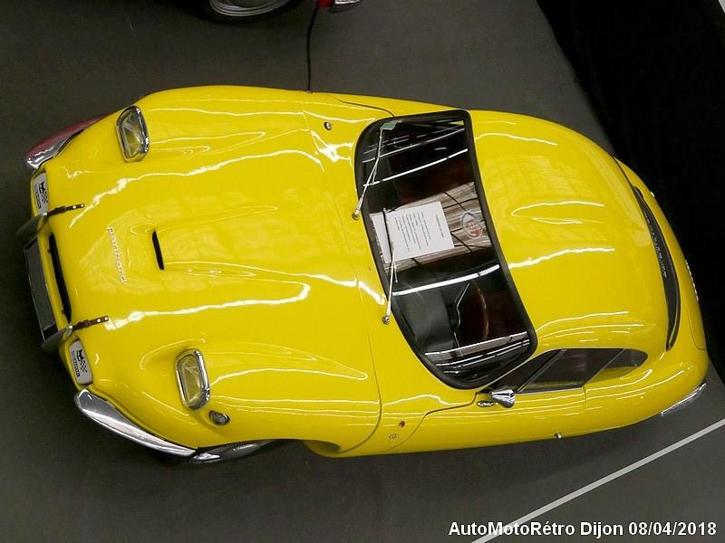 Panhard CD jaune dessus
