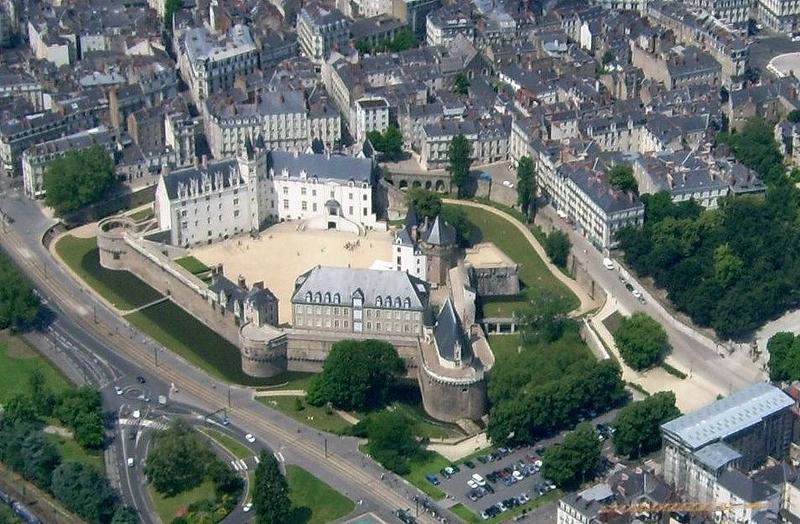 Nantes_aérien_château3