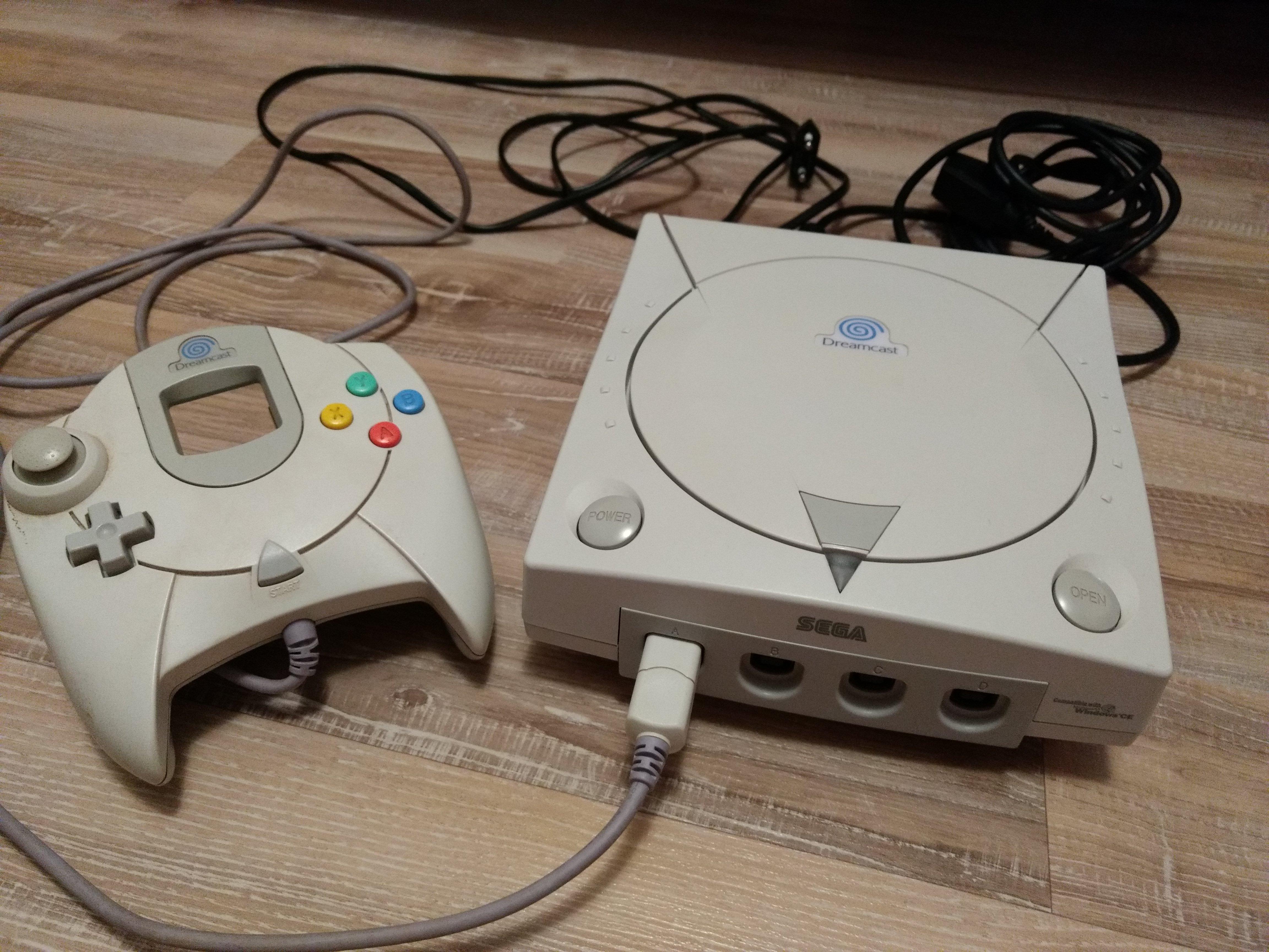 [EST] Dreamcast (cables + 1 manette) 180909034805273260