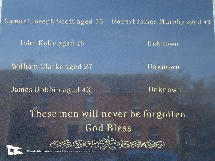 Mémorial pour les ouvriers morts pendant la construction 180915075434260040