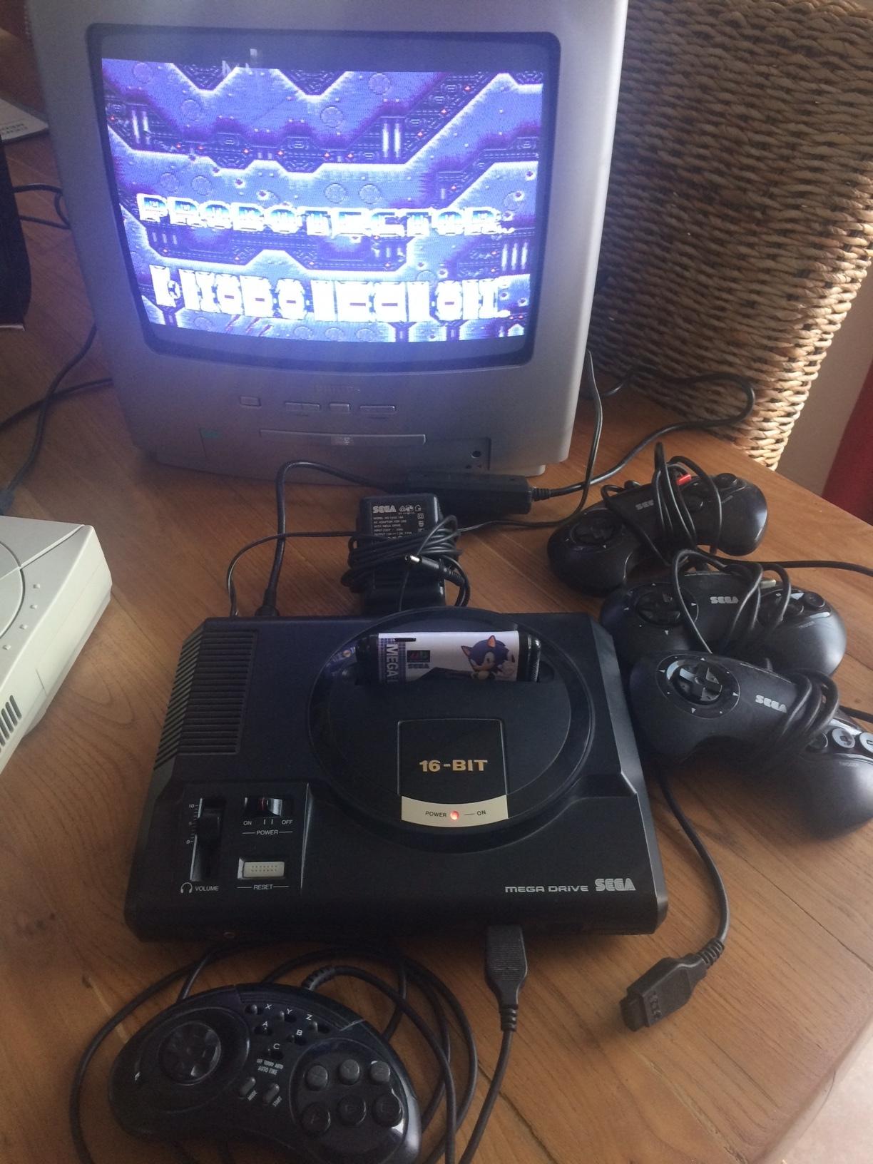 [VDS] Sega megadrive 1 + 4 manettes + 2 alimentations + .... 18101209451412153