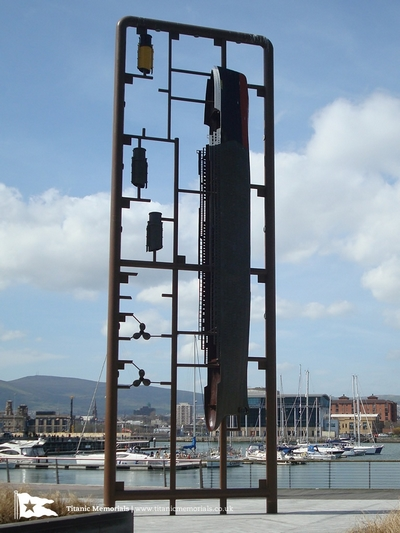 """Sculpture """"Titanic Kit"""" [Belfast] 181208082510486080"""