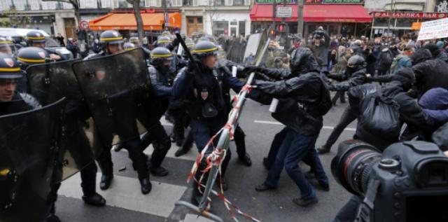 """Macron """"en marche"""" ! - Page 19 181218053405943629"""