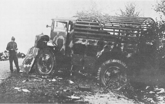 [Photos] Véhicules des troupes allemandes en Auvergne ! 181222084218643199
