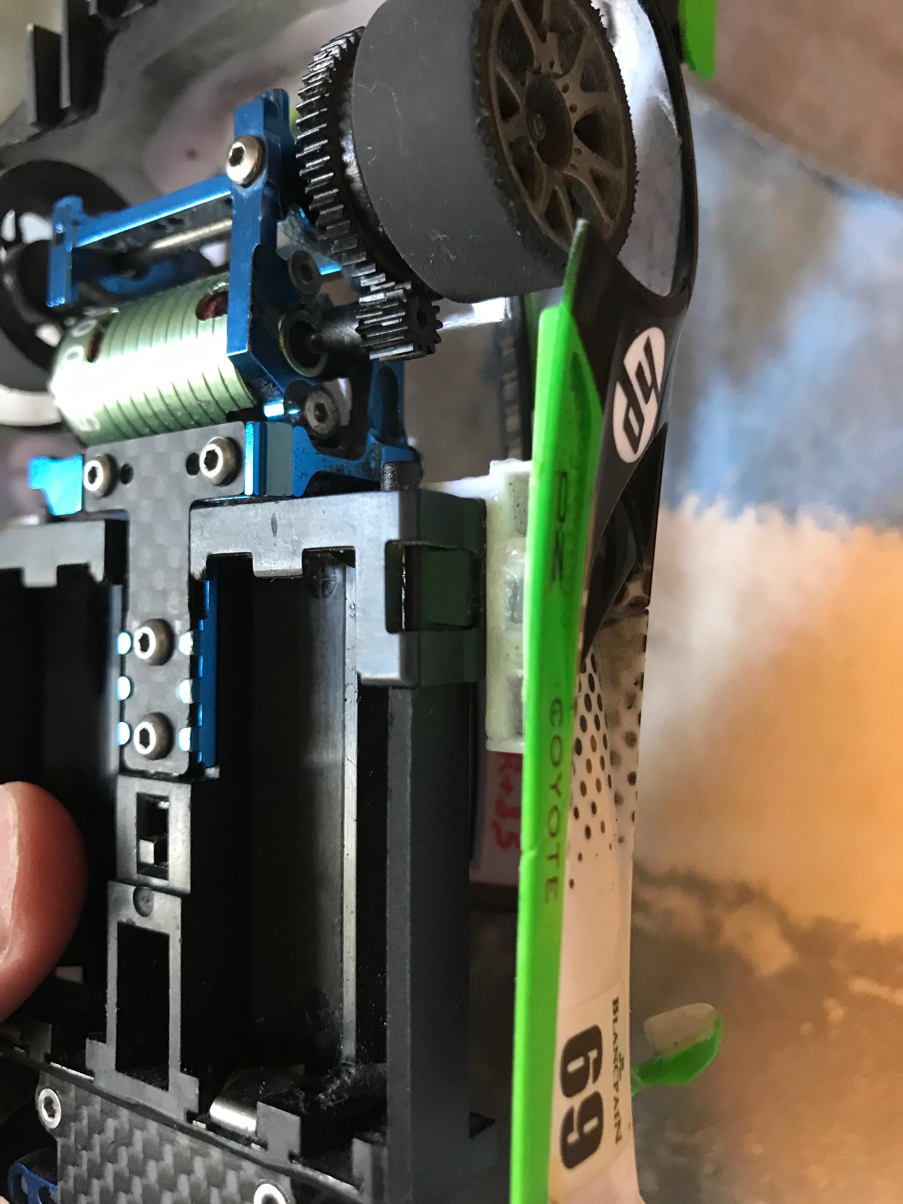 Problème pour monter une carrosserie Mac Laren GT3 sur une 03 chassis PN 2,5 190105035851203655